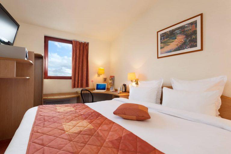 Les chambres doubles du Geographotel Roissy.